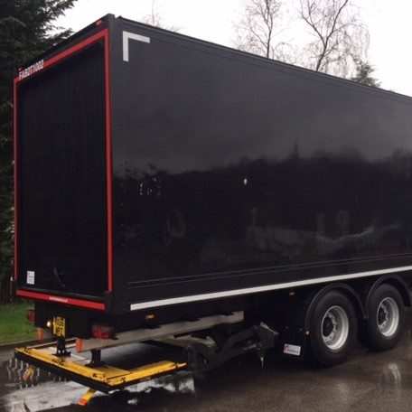 Tail lift box trailer